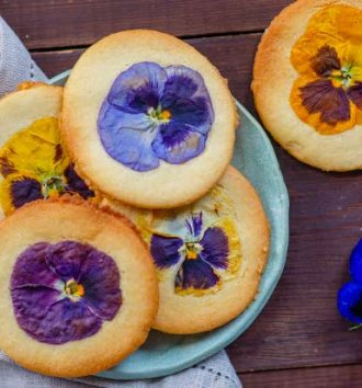 Krush flower topped shortbread cookies